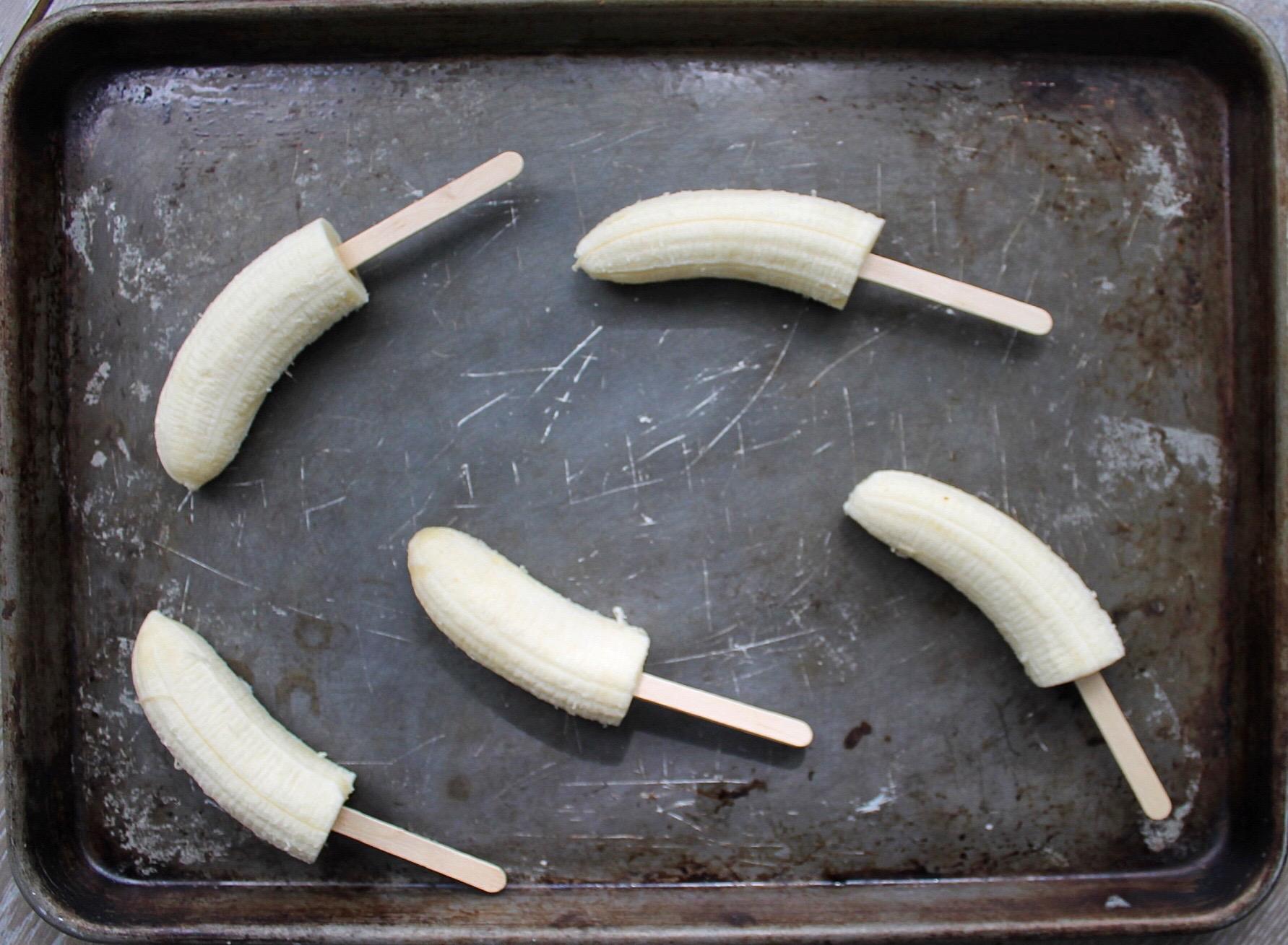 DIY Banana Pops   Clean Eating Goddess